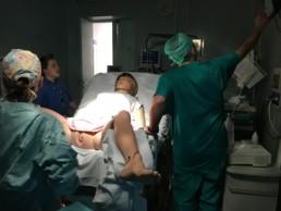 Immagine di una simulazione di parto con manichino SimMom nel Centro NINA